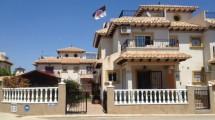 Eckhaus auf großem Eckgrundstück in La Zenia