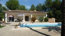 Villa con la casa de huéspedes y piscina en La Nucia
