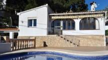 Casa cuidada con vistas fantásticas en Moraira