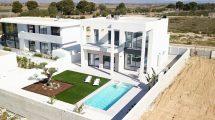 Modern new built villas in La Marina
